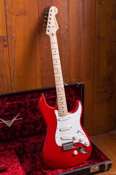 Fender custom shop pete townshend signature stratocaster in torino red 2016 gibson les paul special 1959 Beginner Electric Guitar, Electric Guitar Lessons, Fender Electric Guitar, Custom Electric Guitars, Fender Guitar Case, Ukulele, Music Guitar, Cool Guitar, Guitar Art