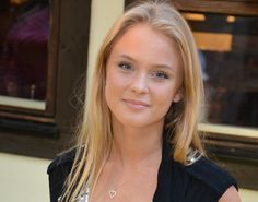 zara larsson no makeup - Pesquisa Google  your hated by all!  am leaving it up!  laughing red!