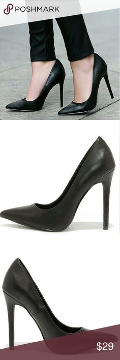 Black Pointed Toe Pumps Size 8.5 Never Worn  Brand New Shoes Heels