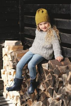 1512: Design 5 Genser med mønster #strikk #knit Knitting For Kids, Baby Knitting, Mackenzie Foy, Pretty Outfits, To My Daughter, Cardigans, Sweaters, Kids Fashion, Winter Hats