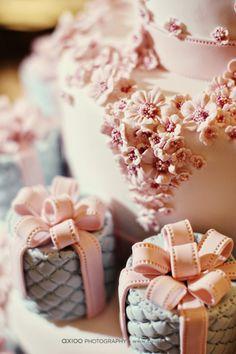 mini cakes and cake