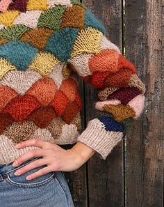 Knit a Pangolin Statement Sweater With Scarp Yarn … Gorgeous.- Knit a Pangolin Statement Sweater With Scarp Yarn … Gorgeous Stashbuster! Knit a Pangolin Statement Sweater With Scarp Yarn … Gorgeous Stashbuster! Ravelry, Look Retro, Free Knitting, Knitting Projects, Ideias Fashion, Knit Crochet, Knitwear, Crochet Patterns, Sweater Knitting Patterns