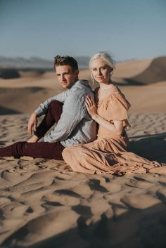 This sand dune engagement session inspires with its ethereal dessert vibes | Image by Jonnie + Garrett