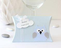 Ces petites boîtes cadeaux seront idéales à offrir à vos invités lors d'un baptême ou un anniversaire. Délicates et originales avec leur adorable petit hibou, elles feront c - 17263565