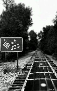 """Hoy celebramos el día mundial de la Musicoterapia. Utilizar la herramienta poderosa de la Música para mejorar la expresión de las personas, desde que el ser humano es humano ha utilizado este lenguaje para expresar y Ser. El """"Poder"""" utilizando la música: cualquier persona puede servirse de ella, para sentir, decir, estar, compartir, relacionarse, pausarse, …"""