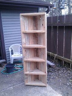 Estante de la esquina de madera reciclada por KGReclaimedCreations