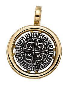 Colgante con anilla de bisagra y cerco en oro amarillo de 18 kts. Y moneda de plata de ley.