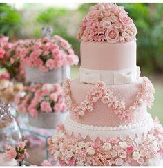 Lindo bolo de menina