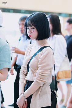 Gfriend-Eunha 180801 Gimpo Airport to Japan Pretty Korean Girls, Cute Asian Girls, Cute Girls, Scene Hair, Kpop Girl Groups, Kpop Girls, Japonese Girl, Super Heroine, Cute Japanese Girl