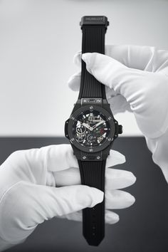 Hublot, Swiss watch brand, representing the Art of Fusion in watches. Collections of luxury watches for men and ladies, reflecting Swiss watchmaking excellence. Swiss Luxury Watches, Luxury Watches For Men, Swiss Watch Brands, Big Bang, Best Friendship, Chronograph, Hublot Watches, Lady, Accessories