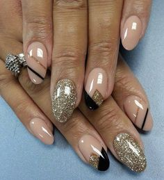 89 Glitter Nail Art Designs for Shiny Sparkly Nails Gold Nail Art, Glitter Nail Art, Gold Nails, Gold Glitter, Black Nails, Trendy Nails, Cute Nails, My Nails, Nail Art Paillette
