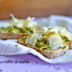Torradas com abacate, pera e queijo fresco - Receita - SAPO Lifestyle Baked Potato, Healthy Recipes, Healthy Food, Potatoes, Baking, Ethnic Recipes, Carne, Avocado Toast, Avocado Pear