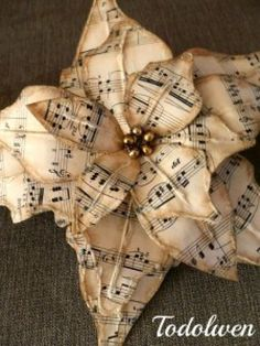 Easy to make romantic sheet music decoration projects - DIY Vintage Decor Ideas . - Easy to make romantic sheet music decoration projects – DIY Vintage Decor Ideas – Amz Dego - Noel Christmas, Christmas Music, Rustic Christmas, Vintage Christmas, Christmas Ornaments, Christmas Island, Reindeer Christmas, Diy Ornaments, Christmas Vacation