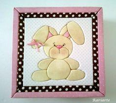 Que tal esta linda caixa, recheada de chocolates, para presentear nesta Páscoa?  Patchwork Embutido em EVA. Caixa MDF forrada com tecido. Diversas cores, tamanhos e desenhos. R$ 64,90