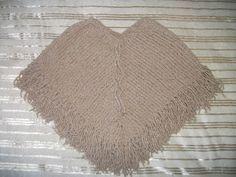 MIMOS DA MILTINHA...: Poncho infantil de trico amor Crochet Top, Diy And Crafts, Women, Suzy, Images, Pasta, Winter Poncho, Pom Pom Crafts, Knitted Baby Clothes