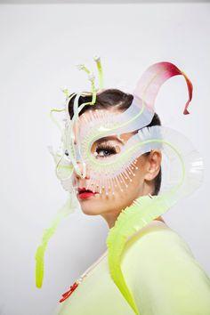 Bjork's cover shot of Evening Standard Magazine shot by Santiago Felipe. Ghost orchid headpiece by James T. Mode Origami, Moda Cyberpunk, Ghost Orchid, Design Textile, Bjork, Eye Of Horus, Body Adornment, Fashion Mask, Headgear