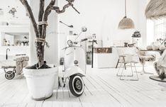 Deux lofts blancs de designer - PLANETE DECO a homes world
