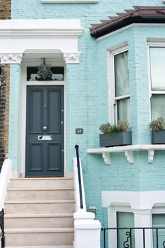 Farrow & Ball recently launched their spring exterior paint range in all its glory, filled with inspirational ideas for outdoor spaces big and small. Grey Front Doors, Front Door Colors, Design Exterior, Grey Exterior, Exterior Paint Colors For House, Paint Colors For Home, Paint Colours, Light Blue Houses, Grey Houses