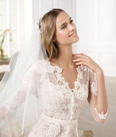 Pronovias presents the Yecelis wedding dress. Atelier Pronovias 2014.   Pronovias
