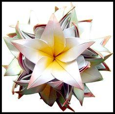 """""""Amarrado de Flores"""". de Jasmins Manga, in """"Origami em Flor"""", de Flaviane Koti e Vera Young, pg 81"""