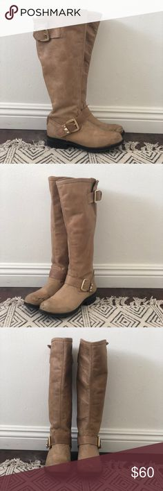 Steve Madden tall Boots Great Winter Steven Madden Boots. I've worn these a few times in my college days and haven't really worn them since. There are scuff marks on the front, but the shoes itself is still in great condition! Steve Madden Shoes Winter & Rain Boots
