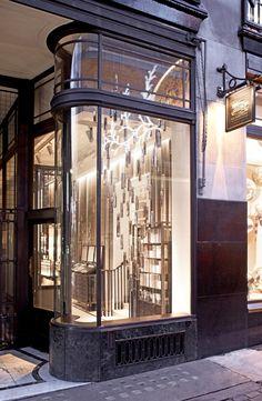 Burberry+Beauty+in+121+Regent+Street%2C+London+2.jpg (668×1024)