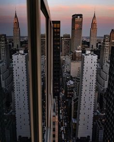 Discovered by G A B S ❁. Find images and videos about travel, city and new york on We Heart It - the app to get lost in what you love. Gossip Girl, New York In March, New York Christmas, Chrysler Building, City Aesthetic, Dream City, Concrete Jungle, Best Cities, Landscape Photography