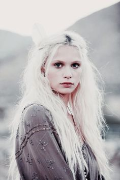 Ideas for hair white blonde character inspiration - Weißes Haar Modelo Albino, White Blonde Hair, Long White Hair, Silver White Hair, Pink Hair, Female Character Inspiration, White Magic, Grunge Hair, Pretty Hairstyles
