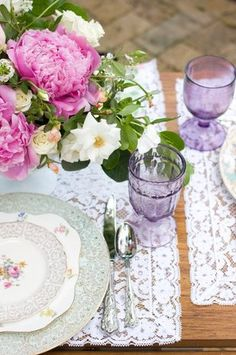Add a touch of color to your #tablescapes with amethyst goblets. {Dishie Vintage Rentals}