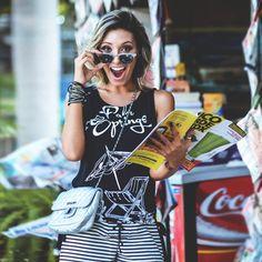 LOOKSLY - Camila Milagres com camiseta e shorts de listras do Alto Verão 2017