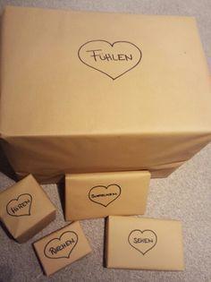 www.kreakind.blogspot.de Geschenke für alle Sinne. Geschenkidee für den Ehemann oder Freund. Inhalt z.B.: Buch, Schokolade, Parfum, usw... ;)