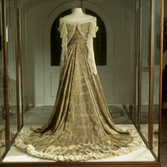"""ephemeral-elegance: """" """"The Peacock Dress,"""" 1902 Designed by House of Worth Worn by Lady Curzon, Vicereine of India, at the Delhi Durbar which celebrated of the coronation of Edward VII. The gold, silk, and beetle wing fabric was created in India and..."""