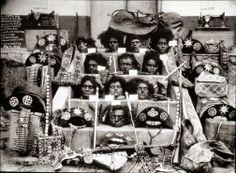 Cabeças decapitadas do temido bando de cangaceiros de Lampião, elas foram expostas ao público após uma emboscada que matou 11 dos 34 membro do grupo, incluindo Lampião e Maria Bonita. Eles foram alvejados a tiros de metralhadora em uma madrugada chuvosa em um esconderijo no sertão de Sergipe, foto de 1938. | História Ilustrada