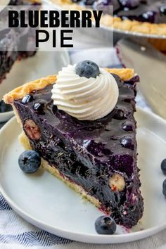 Blueberry Pie – A Twist on a Traditional Classic! This easy Blueberry Pie is a flavorful dessert recipe that is made with only 6 ingredients. Bursting with fresh blueberries this pie recipe is a keeper! Fresh Blueberry Pie, No Bake Blueberry Cheesecake, Blueberry Pie Recipes, Blueberry Desserts, Blueberry Pie With Frozen Blueberries Recipe, Blueberry Pie Oreos, Cranberry Muffins, Blueberry Crumble, Vegan Blueberry