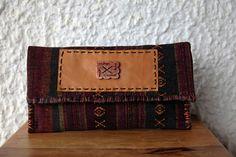 Τσάντα Large Clutch από υφαντό από την Ταϊλάνδη που συνδυάζει το  bohemian με το ethnic στυλ.  Ethnic Clutch Bag #Boho Handwoven Clutch #Tribal Large Clutch Bag #Thai Clutch Bag #Oversized Clutch #Aztec Bag Aztec Bag, Large Clutch Bags, Oversized Clutch, Casual Look, Hand Weaving, Decorative Boxes, Boho, Wallet, Trending Outfits