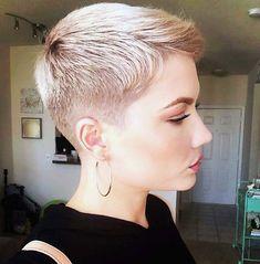 Superkurzer Pixie, Short Blonde Pixie, Short Dark Hair, Short Pixie Haircuts, Short Wavy, Pixie Hairstyles, Short Hair Cuts, Blonde Haircuts, Scene Hair