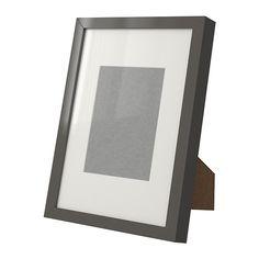 RIBBA Kehys IKEA Ilman aukkopahvia kehykseen sopii A4-kokoinen kuva. Pakkauksessa oleva aukkopahvi korostaa kuvaa ja antaa sille syvyyttä.