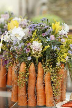 Cachepot de cenourinhas para centro de mesa celebrando a Páscoa.