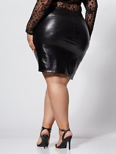 Plus Size Jeanette Faux-Leather Wrap Skirt in Black Size 1 - Fashion to Figure Thick Girl Fashion, Curvy Women Fashion, Womens Fashion, Fashion Pants, Fashion Outfits, Mode Latex, Leder Outfits, All Jeans, Fashion To Figure