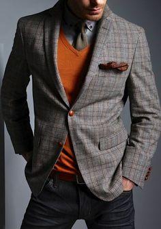 """Selvom DMI sjældent er til at regne med, så skulle vinterkulden """"endeligt"""" være på vej. Det giver anledning til at opgradere vintergarderoben!  Her er 13 eksklusive pullovers til mænd fra bla. Ralph Lauren og Versace Collection."""