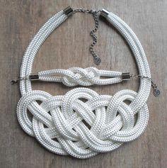 Fehér, magasfényű Krisztina Lango csomós nyaklánc és karkötő.  http://krisztinalango.hu/?product_cat=mens-clothing #rope #necklace #bracelet #knotted #jewel #krisztinalango #lango