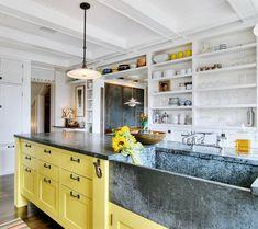 Кухня/столовая в  цветах:   Белый, Светло-серый, Серый, Салатовый.  Кухня/столовая в  стиле:   Классика.