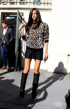 leopard sweater + black skirt + knee high boots. (pictured: Barbara Martelo) #streetstyle #fashion