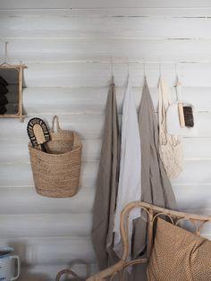 Hirsimökin muodonmuutos: saunatupa   SLIIK Summer House Interiors, Cabin Interiors, Home Beach, Beach House, Log Wall, Modern Cottage, Outdoor Areas, Hygge, Curb Appeal