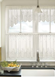 These chic Blossom window coverings are fresh and cheerful. Perfect for sunny summer days!