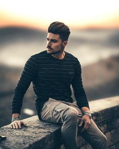 Discover recipes, home ideas, style inspiration and other ideas to try. Model Poses Photography, Creative Photography Poses, Best Poses For Men, Best Photo Poses, Good Poses, Male Models Poses, Male Poses, Photo Pose For Man, Mens Photoshoot Poses