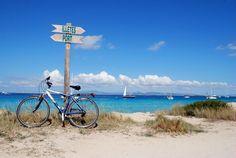 Formentera es un paraíso de aguas turquesa y playas de arena blanca. Descubre 5 hoteles de playa perfectos para descubrir esta joya del Mediterráneo.