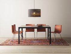 BERNHARD stoel | #IKEAcatalogus #nieuw #2017 #IKEA #IKEAnl #eetkamer #eetkamerstoelen #stoelen #tafel #vergadertafel #oranje