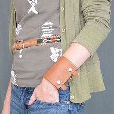 DIY leather wallet cuff - great for when you don't want to carry a bag!  Pattern sized for men or women.  I bet you could make a smaller one for kids to stash their lunch money in style.