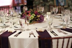 Love the clean long drape of the napkins